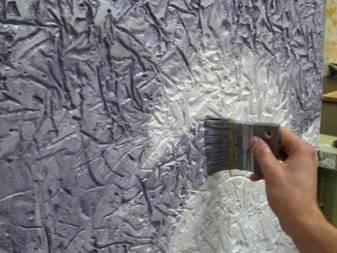 Как работать с акриловыми красками при окрашивании поверхностей?