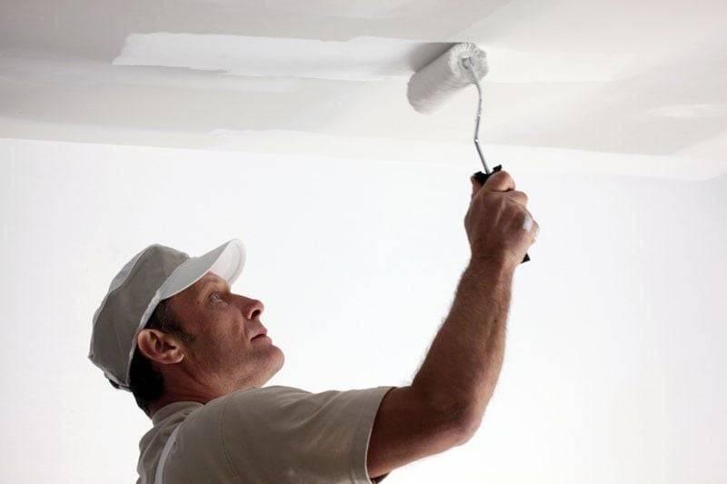 Как покрасить потолок акриловой краской и правильно выбрать валик