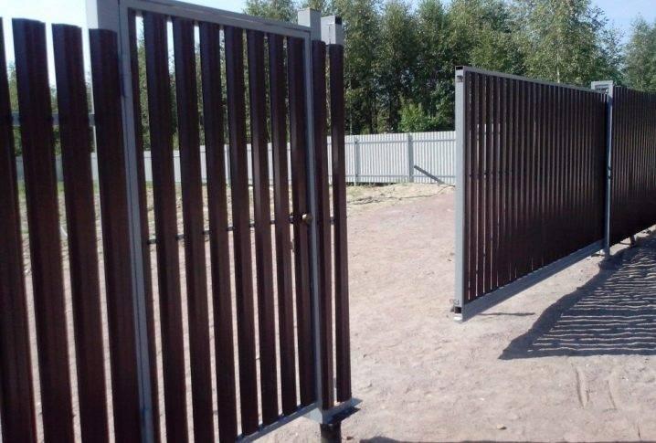 Откатные ворота на винтовых сваях: устройство и монтаж