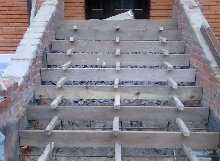 Устройство крыльца из бетона: нюансы конструирования и отделки