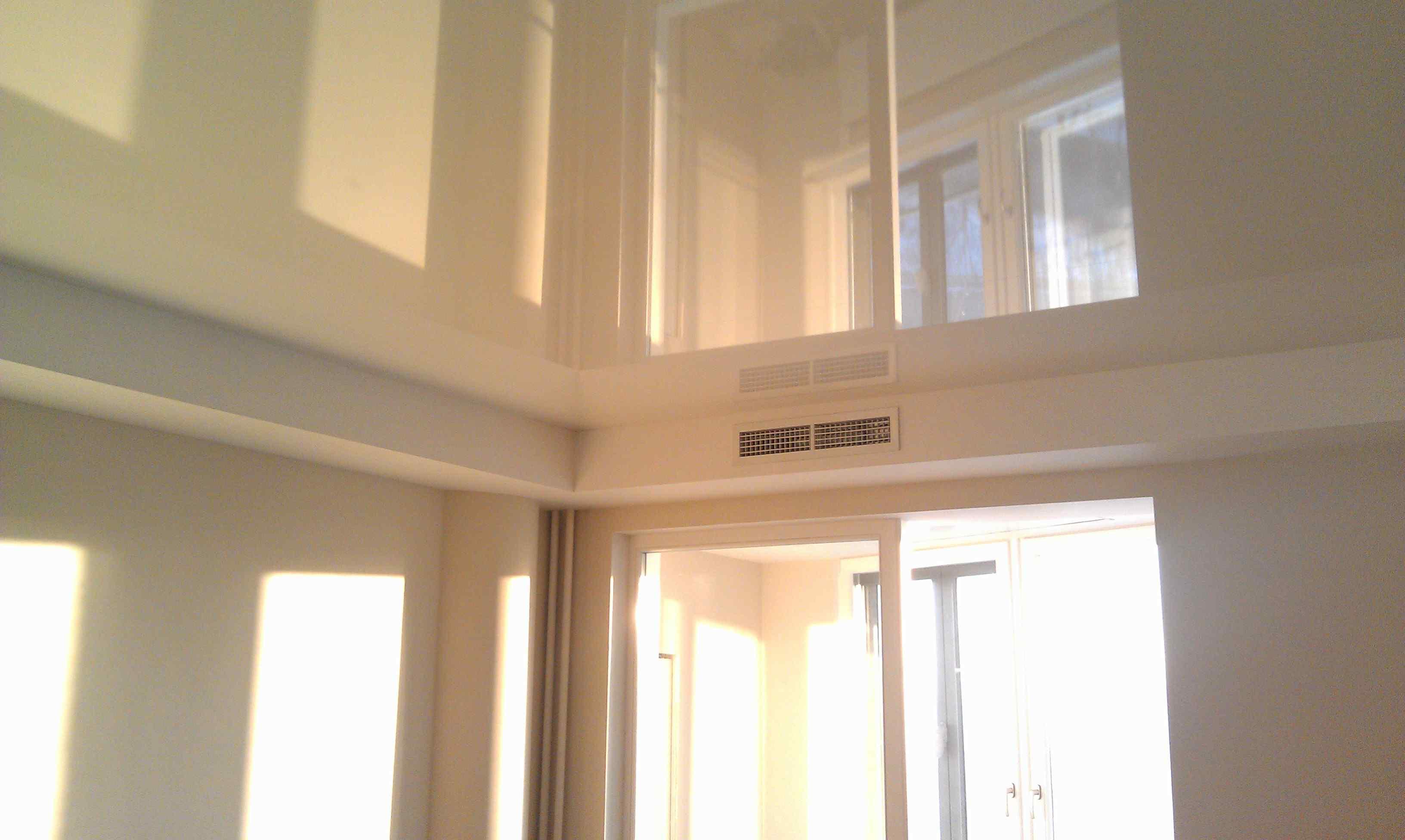 Как мыть глянцевые натяжные потолки без разводов - различные варианты - блог о строительстве