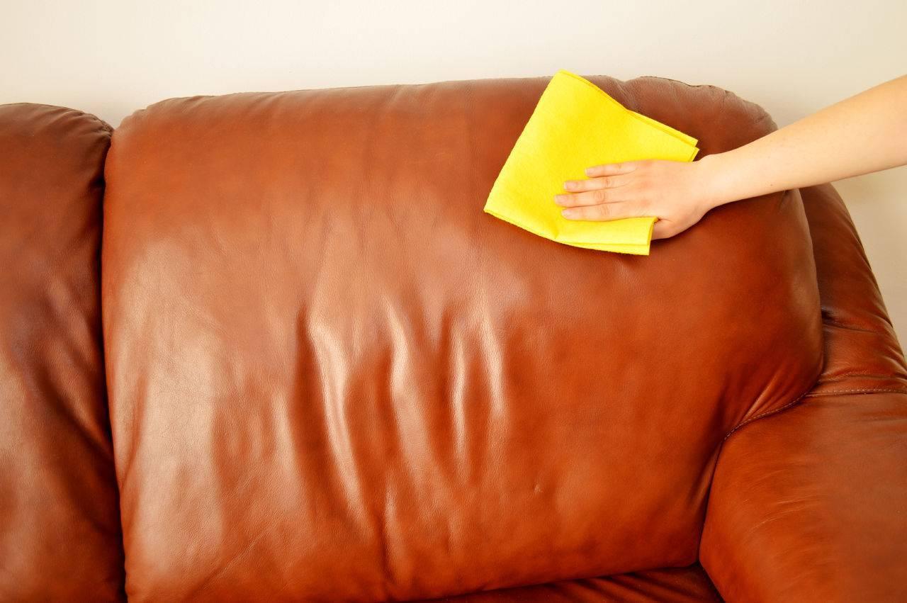 Какие бывают средства для очистки мебели из кожи, советы по выбору