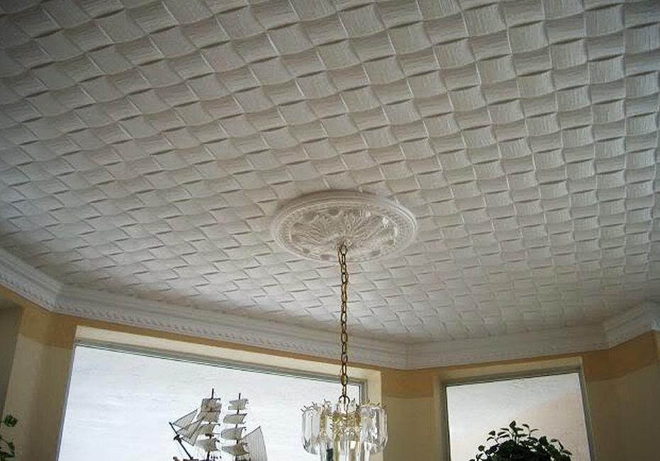 Как и чем клеить потолочную плитку из пенополистирола?
