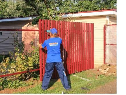 Деревянный забор на металлических столбах своими руками | «mz»