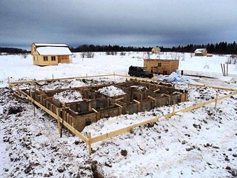 При какой температуре возможна заливка бетона зимой