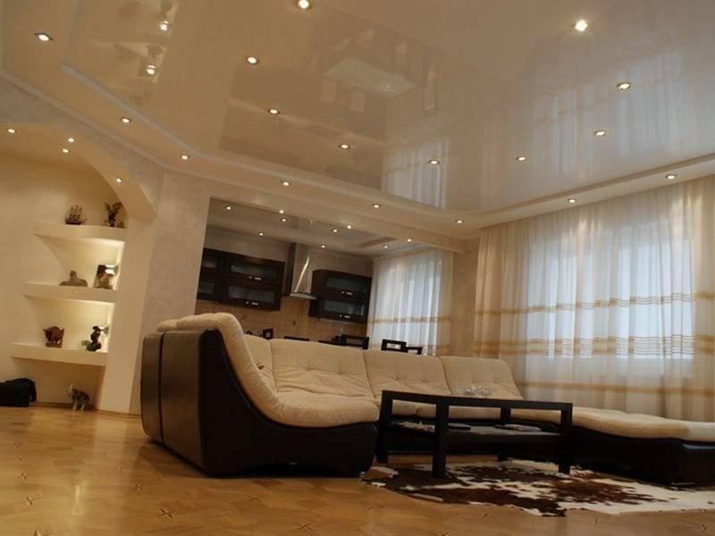 Натяжные потолки для зала: идеи дизайна, фото в квартире