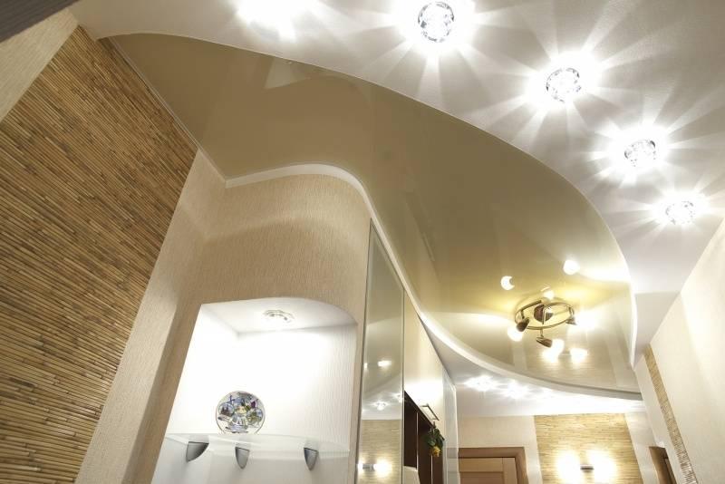 Потолок в коридоре: виды, цвет, дизайн, фигурные конструкции в прихожей, освещение