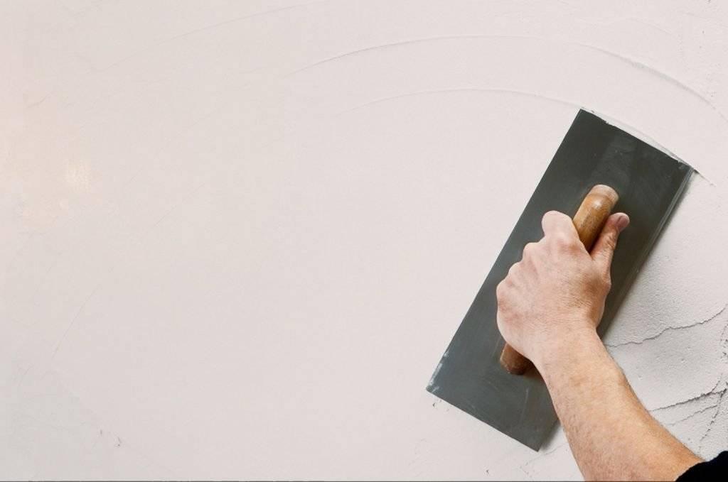 Какую шпатлевку выбрать для стен под обои?