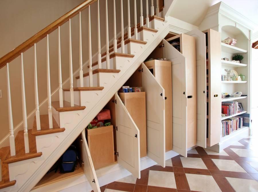 Шкаф под лестницей - устройство и правила выбора | фото