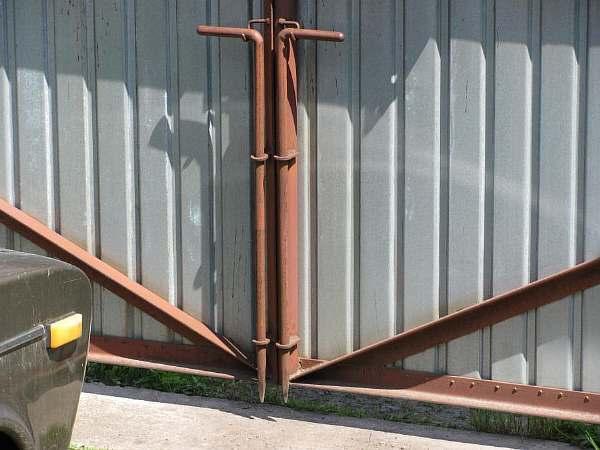 Упор для гаражных ворот и калитка своими руками: фиксаторы и стопоры от ветра, чертеж