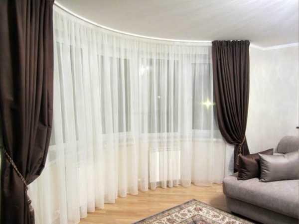 Тюль в зал (103 фото): красивые новинки для гостиной 2021. как повесить тюлевые шторы? современные идеи дизайна интерьера с занавесками для окон. как выбрать тюль?