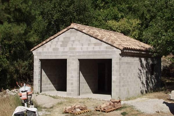 Сарай из пеноблоков: выбор материала и этапы строительства