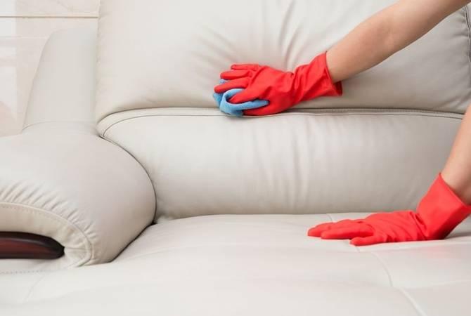 Как почистить диван?