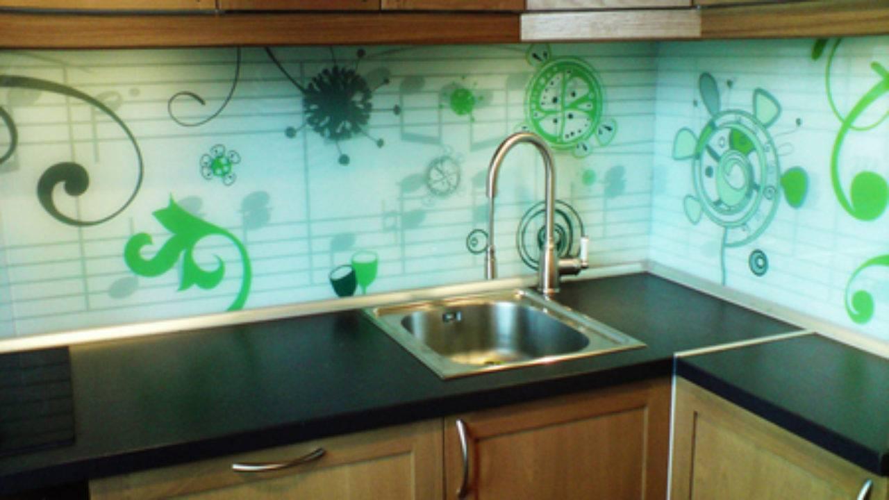 Пластиковые панели на кухне - характеристика видов и установка (фото, видео)