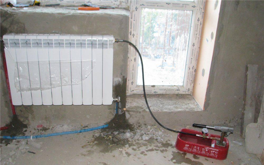 Опрессовка и гидропневматическая промывка системы отопления: ручной насос в деле
