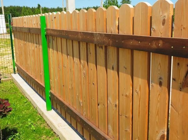 Забор из деревянного штакетника: фото, чертежи и схемы