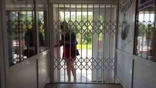 Свойства металлических решетчатых дверей, входные и уличные модели