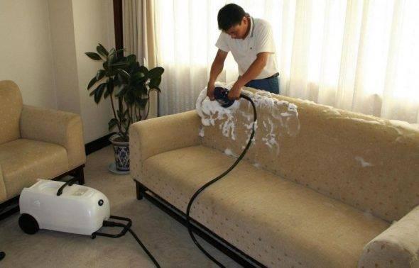 Как почистить светлый кожаный диван в домашних условиях? 23 фото чем отмыть белую модель из кожи от следов фломастера, как оттереть зеленку