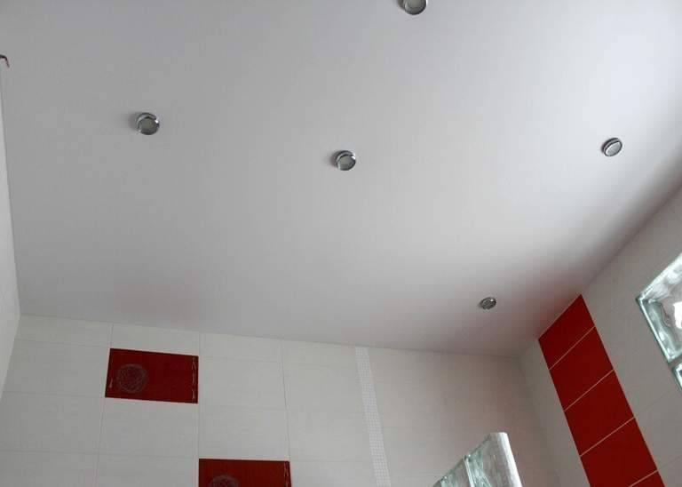 Натяжные потолки тканевые или пвх: что лучше, сравниваем и выбираем