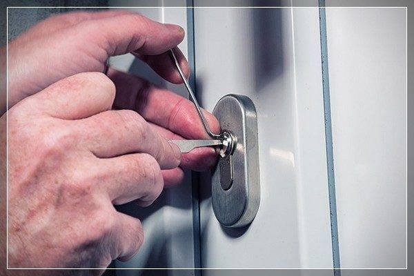 """Как открывать дверной замок без ключей: оценка проблемы, инструменты и самые популярные методы """"взлома"""""""