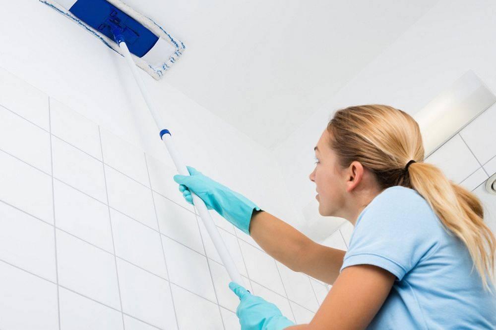 Обзор средств для мытья и чистки натяжных потолков