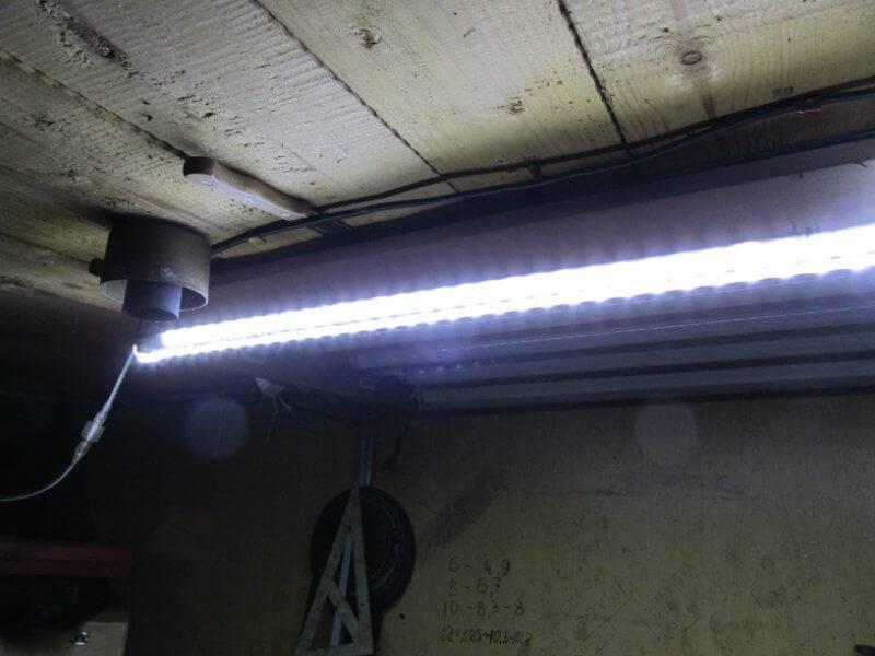 Подсветка натяжного потолка светодиодной лентой — особенности и монтаж