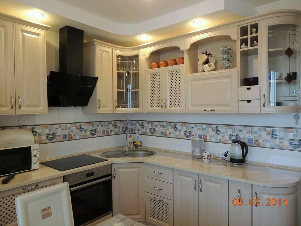 Дизайн стен на кухне (51 фото): обои, современные идеи оформления 2021 над обеденным столом