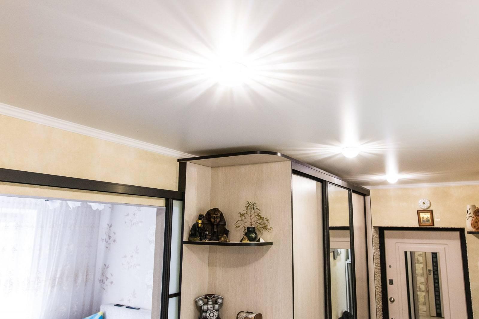 Светящийся потолок: как основное освещение, варианты оформления потолочного покрытия в коридоре