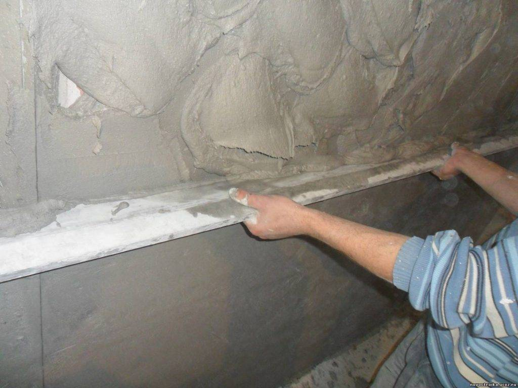 Как выполнить выравнивание стен под обои