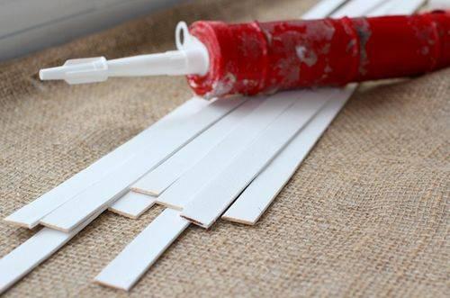 Клей для панелей пвх: какой вариант лучше для бетона, titan для декоративных пластиковых покрытий, клей-пена и клеящие составы на спиртовой основе
