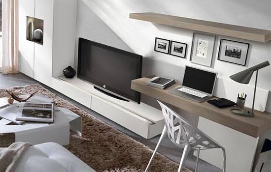 Компьютерный стол в интерьере гостиной: модели и варианты размещения