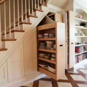 Шкаф под лестницей: виды, варианты наполнения, оригинальные идеи в частном доме