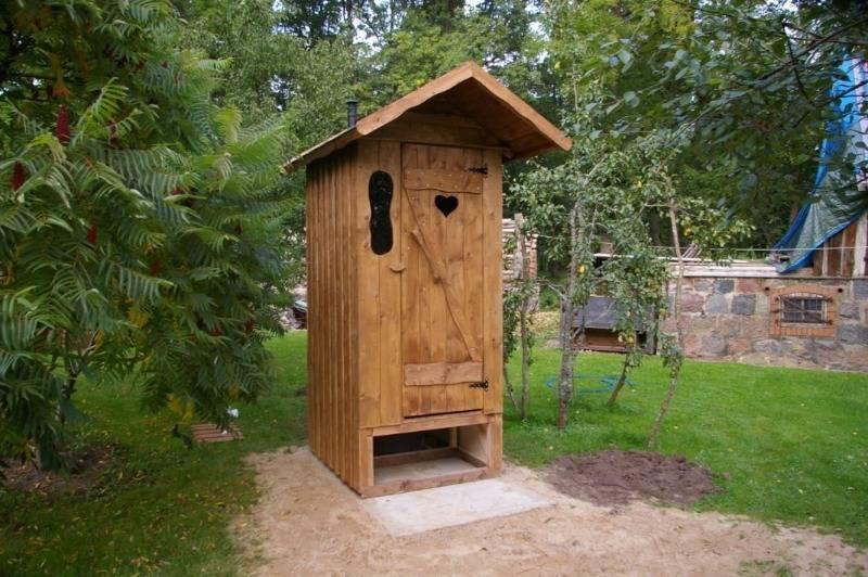 Как избавиться и убрать запах в дачном туалете