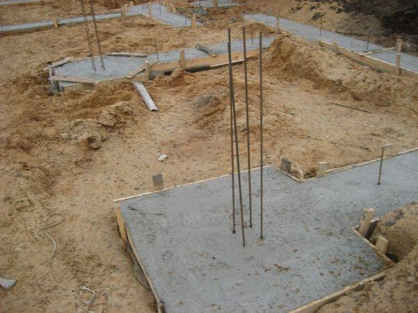 Как правильно выбрать фундамент при строительстве малоэтажных зданий