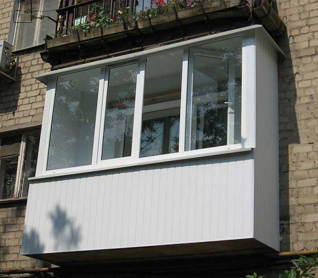 Остекление балкона своими руками: виды систем и технология работ