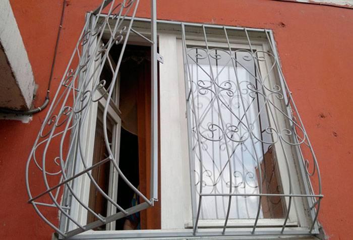Выбор и способы установки металлических решеток на окно