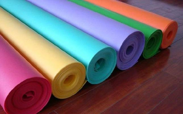 Нужна ли подложка под линолеум на бетонный, деревянный пол?