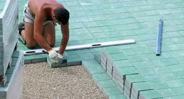 Укладка тротуарной плитки на землю без песка: пошаговая инструкция