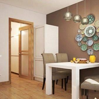 Дизайн стены возле стола на кухне