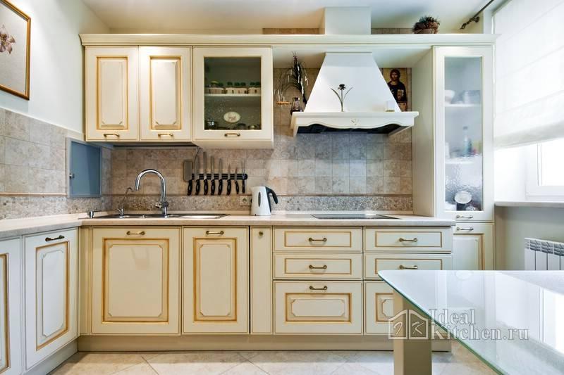 Кухни под старину: состаренная кухонная мебель своими руками, белый деревянный гарнитур в деревенском стиле, кантри дизайн