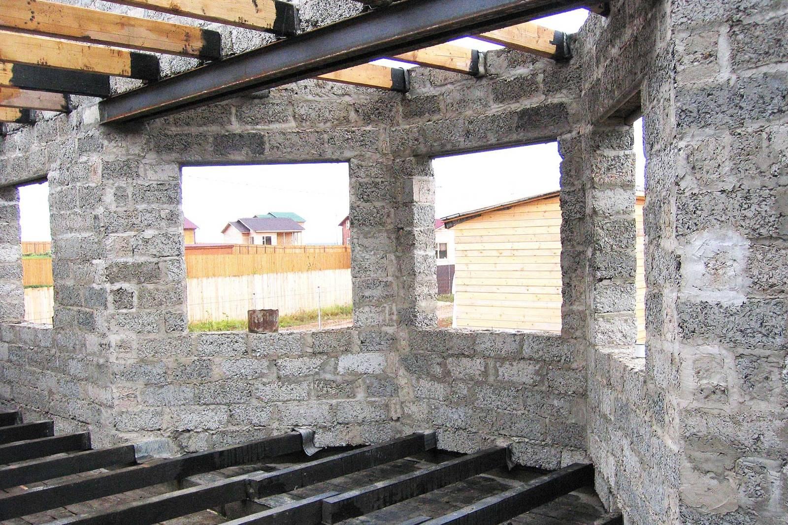 Дом из арболита: создание фундамента и цоколя