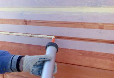 Чем заделать трещины в бревнах сруба: лучшие методы от профессионалов