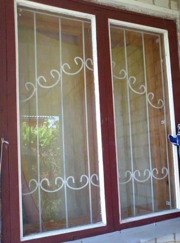 Решетки на окна для дачи: выбор оптимальной конструкции и 70 наиболее элегантных и безопасных вариантов