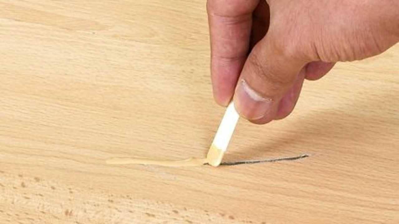 Царапины на ламинате — как убрать: рейтинг средств для устранения царапин в домашних условиях