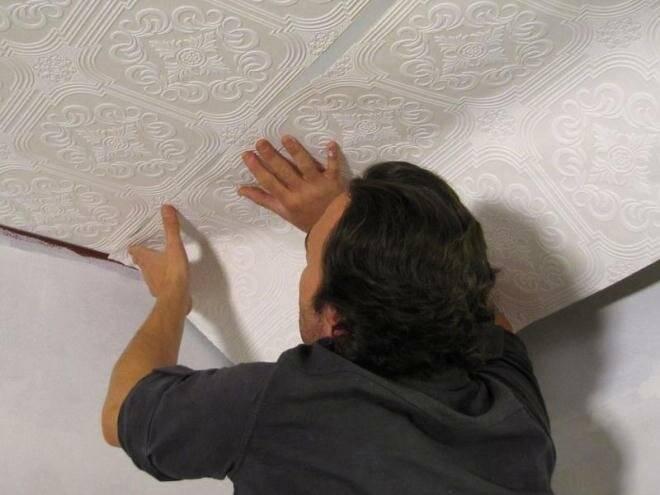 Как клеить виниловые обои правильно, в том числе на флизелиновой и бумажной основе, а также широкие метровые?