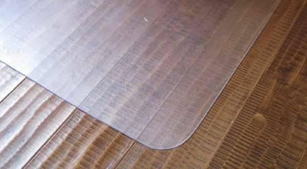Как убрать царапины на ламинате: реставрация скола в домашних условиях
