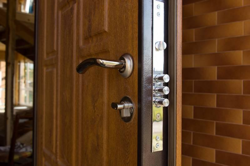 Установка замка в межкомнатную дверь: пошаговая инструкция