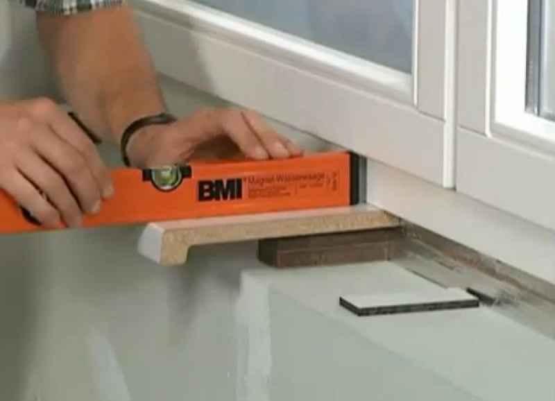 Установка подоконника на балконе: как сделать своими руками?