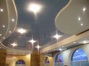 Дизайн потолков: рисунки, формы, декор, цветовая гамма, фото в интерьере
