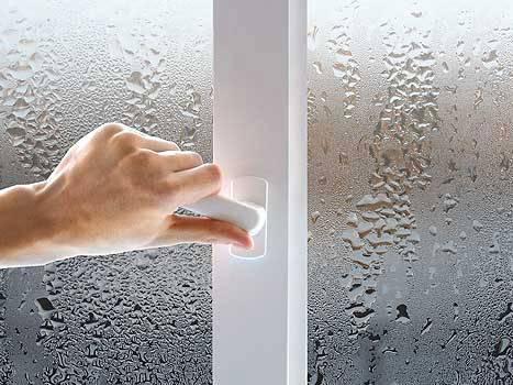 Почему запотевают пластиковые окна внутри: решение проблем с помощью вентиляции в квартире